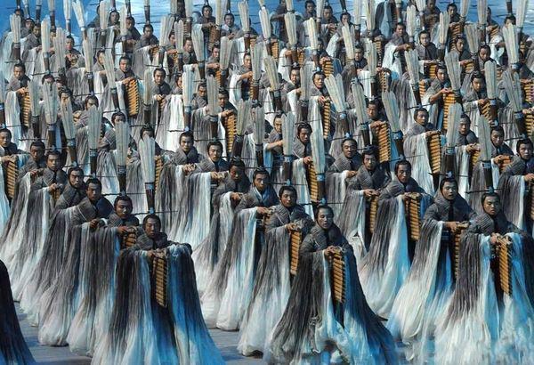 2008年追記:あまり報道されなかったが北京オリンピックの衣装も担当されている。